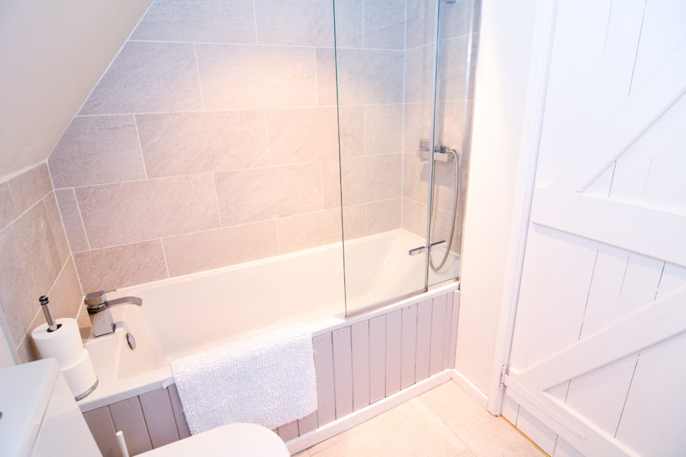 Bathroom of 3 bed self catering accommodation near winchester