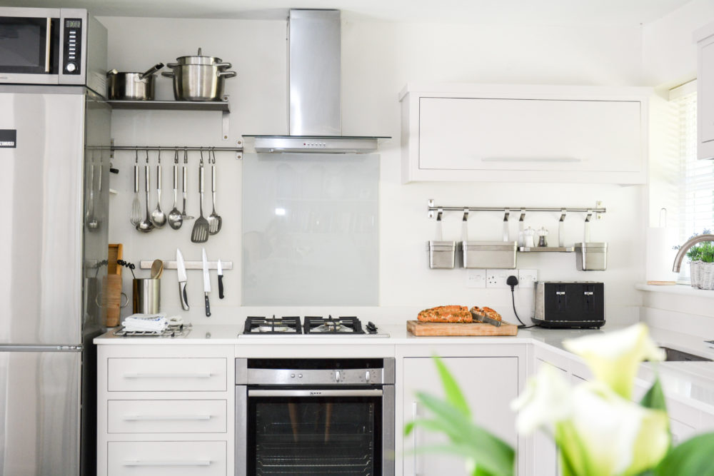 Well equipped modern kitchen in 3 bed self catering accommodation near winchester